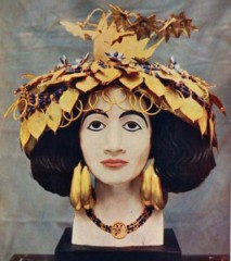 "The headdress of Pu-abi from the Tomb of Ur as displayed in the late 1920s, taken from Defending ""Cultural Heritage: Protecting Historical Valuables,"" from the Penn Museum Blog, http://www.penn.museum/blog/museum/defending-cultural-heritage-protecting-historical-valuables/"